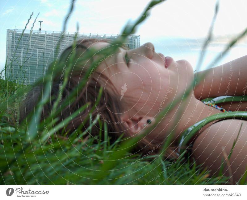 .:Traum:. traumhaft faszinierend Gras Wiese Kunst Wolken Leichtigkeit Lippen Frühling Sommer Juli Sinnesorgane Philosophie planen modern Vertrauen Frau