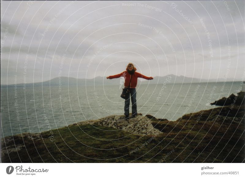 grins Mensch Meer Wolken Glück Hügel schlechtes Wetter Wales