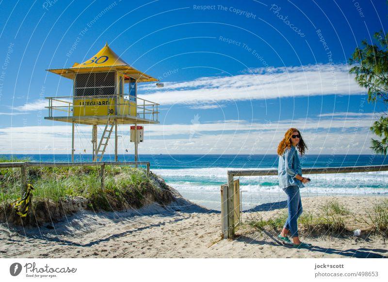 Self Defence Lifestyle Ferne Jugendliche Wolken Horizont Küste Pazifik Pazifikstrand Queensland Hemd Hose Sonnenbrille rothaarig Schriftzeichen 30 Musik hören