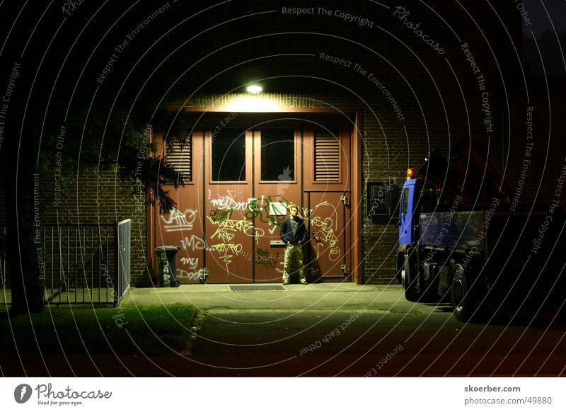 vor dem Pumpwerk Graffiti Tür Lastwagen Tor Heidelberg Türsteher