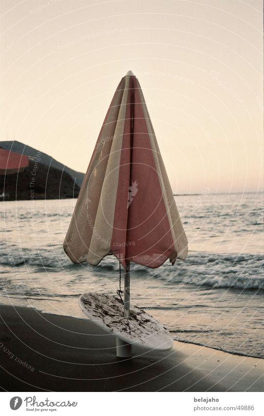sonnenschirm Sonnenschirm Abend Sonnenuntergang Meer Kreta Strand Wellen Abenddämmerung Sand Idylle