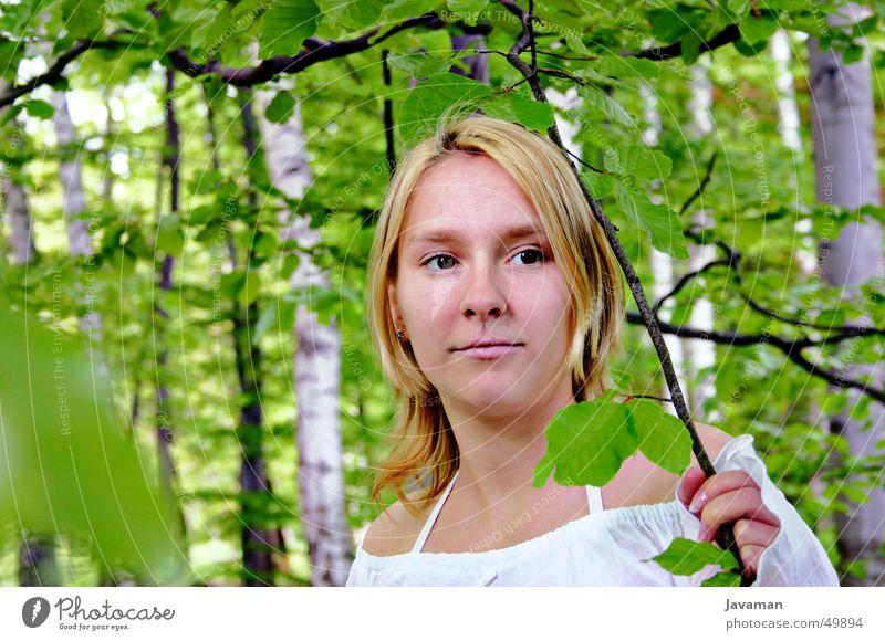 Lolli in the wood Frau grün Wald träumen Traumfrau