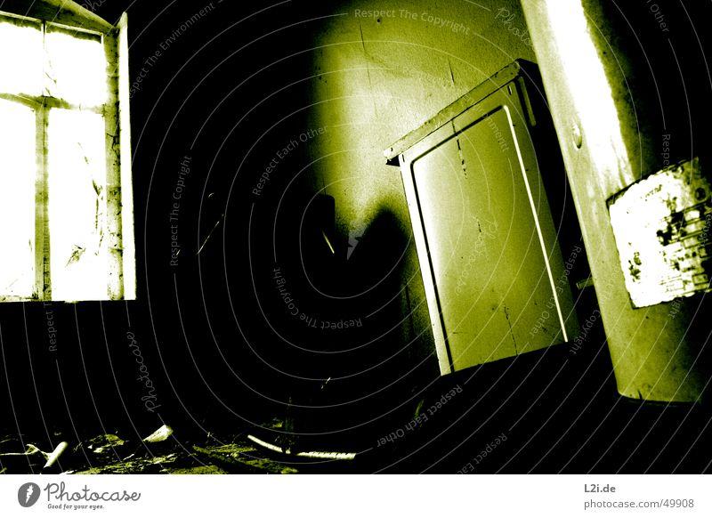Green Room I grün schwarz weiß Licht Fenster dunkel gruselig Wand Haus Raum Herd & Backofen Zerstörung alt Kontrast Einsamkeit