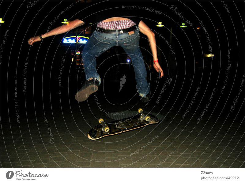 Nightflip Sport Skateboarding Aktion Salto Funsport Mensch Abend fly
