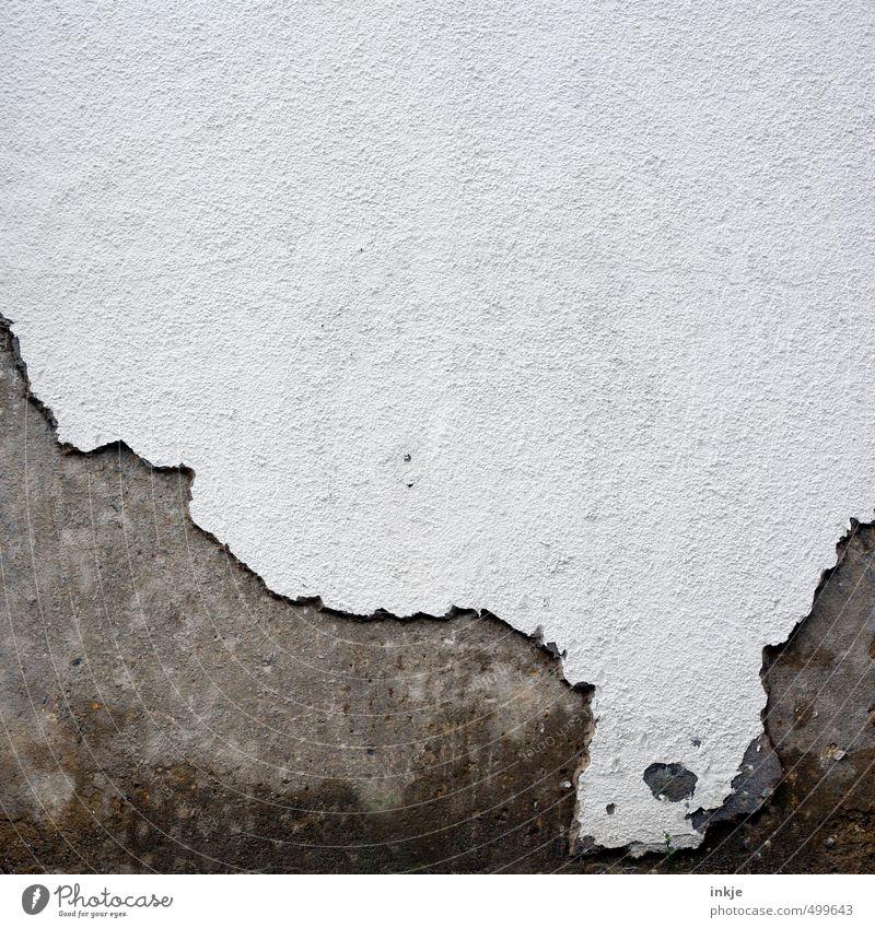 detail 5 Menschenleer Mauer Wand Fassade Putzfassade alt kaputt grau weiß Verfall Vergänglichkeit Wandel & Veränderung verfallen abgeplatzt Farbfoto