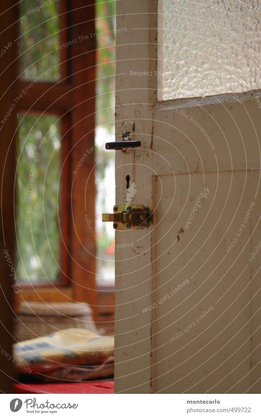 BackDoor Fenster Tür Eingangstür Hintertür Griff Riegel Kissen Türschloss Schlüsselloch Holz Glas Metall beobachten Blick alt authentisch einzigartig natürlich