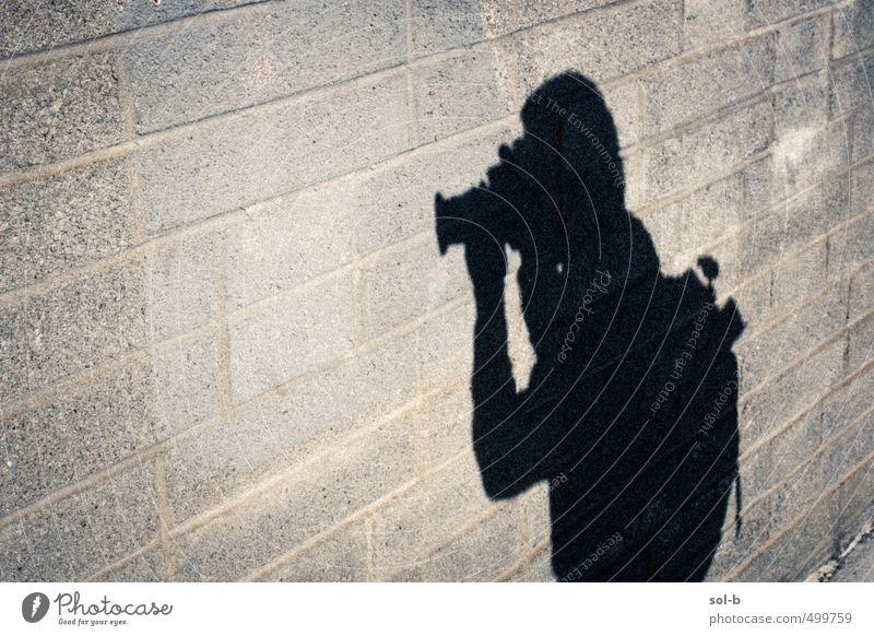 Mensch Stadt Wand Straße lustig Mauer Arbeit & Erwerbstätigkeit Freizeit & Hobby Fotografie beobachten Fotokamera Beruf Wachsamkeit anonym spionieren
