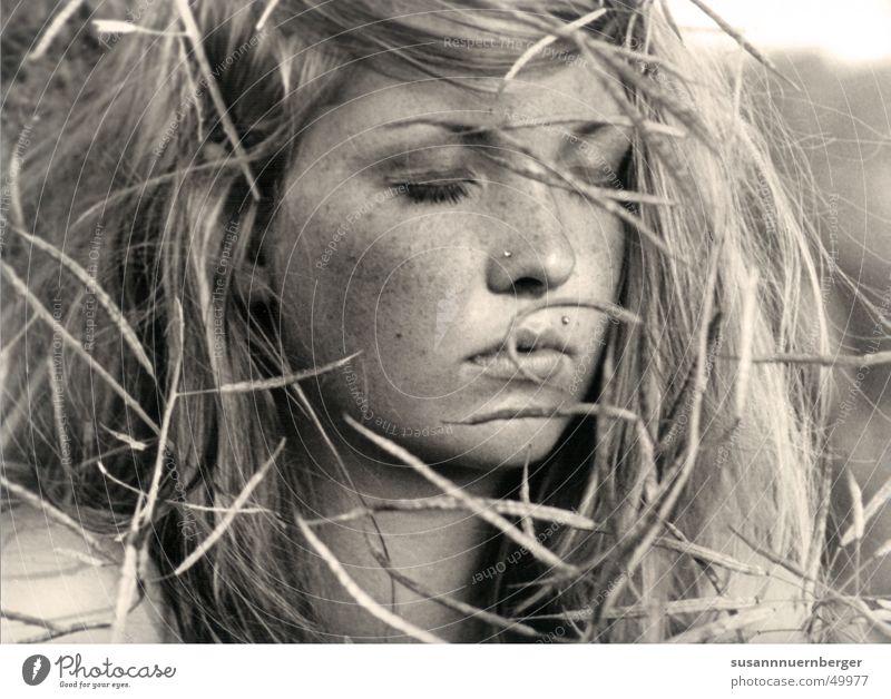 silence elegant schön Haare & Frisuren Haut Gesicht ruhig Ferne Freiheit Sommer feminin Frau Erwachsene Kopf 1 Mensch 18-30 Jahre Jugendliche Natur blond