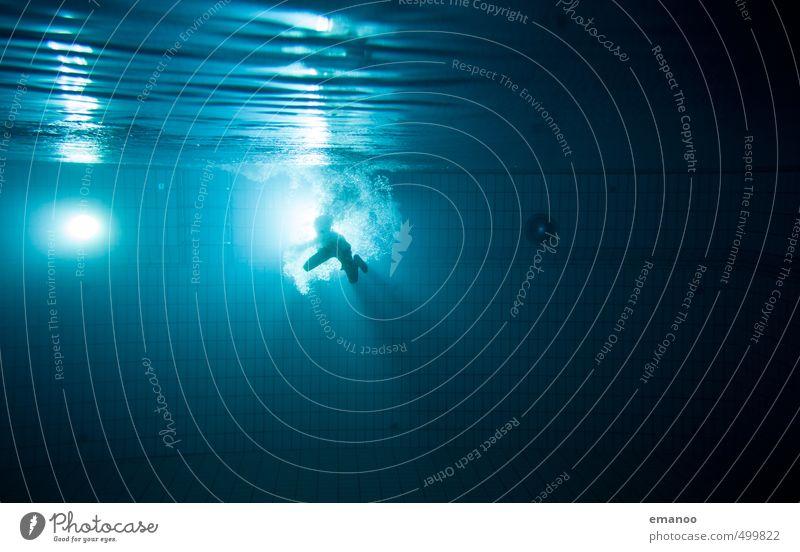 Lichtschwimmer Mensch Kind blau Wasser Freude dunkel kalt Sport Schwimmen & Baden Luft Körper Kraft Fitness Schwimmbad tauchen tief