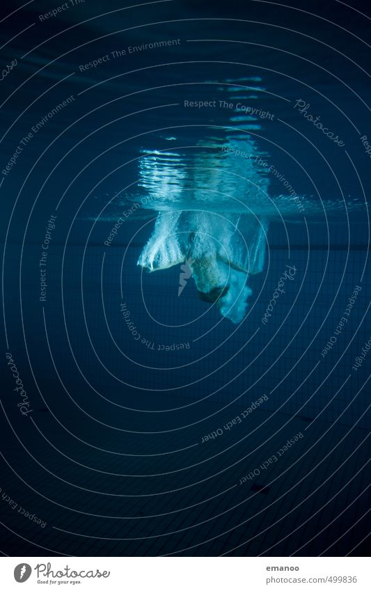 Wasserengel Mensch Jugendliche Mann blau Erholung Freude Erwachsene dunkel Leben Schwimmen & Baden Stil Gesundheit Luft Körper Lifestyle