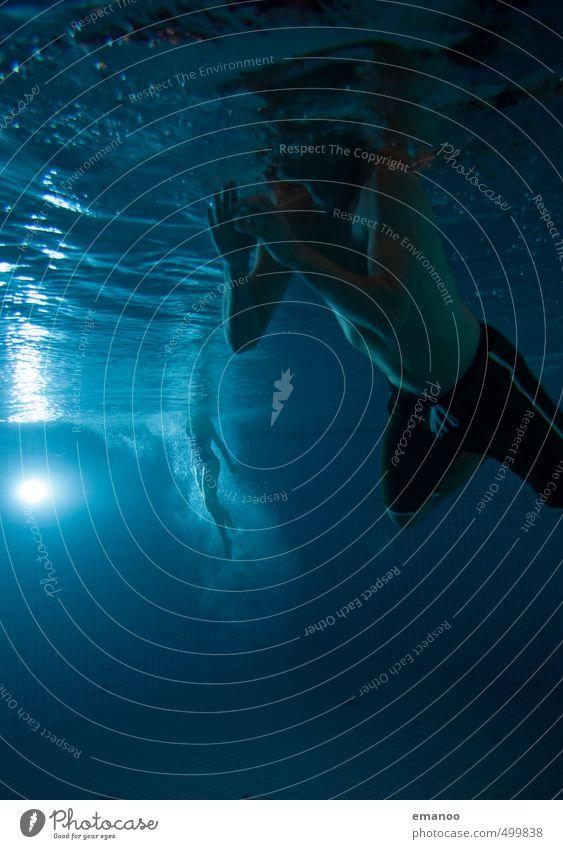 Schwimmstunde Stil Freude Schwimmen & Baden Wassersport tauchen Schwimmbad Mensch Frau Erwachsene Mann Jugendliche Körper 2 Luft Bewegung sportlich dunkel nass