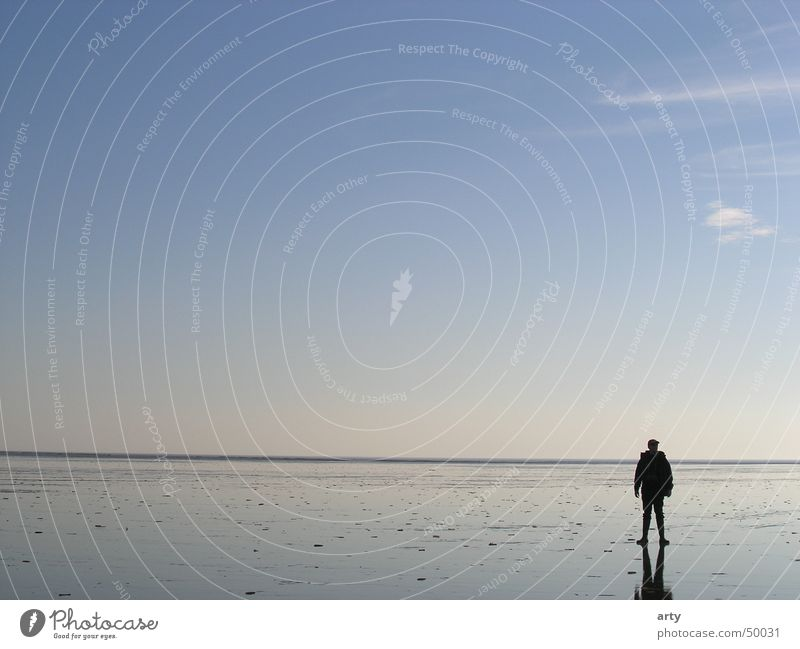 Im Watt Mann Himmel Meer Einsamkeit Ferne Erholung Freiheit Landschaft Horizont leer Nordsee Wattenmeer St. Peter-Ording Wattwandern
