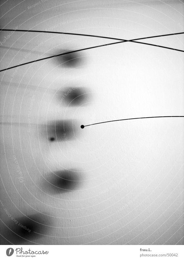 Mobile II schwarz weiß grau Mobilität Wand Wohnung Dekoration & Verzierung zart Häusliches Leben Dinge Kugel Schatten Kunsthandwerk