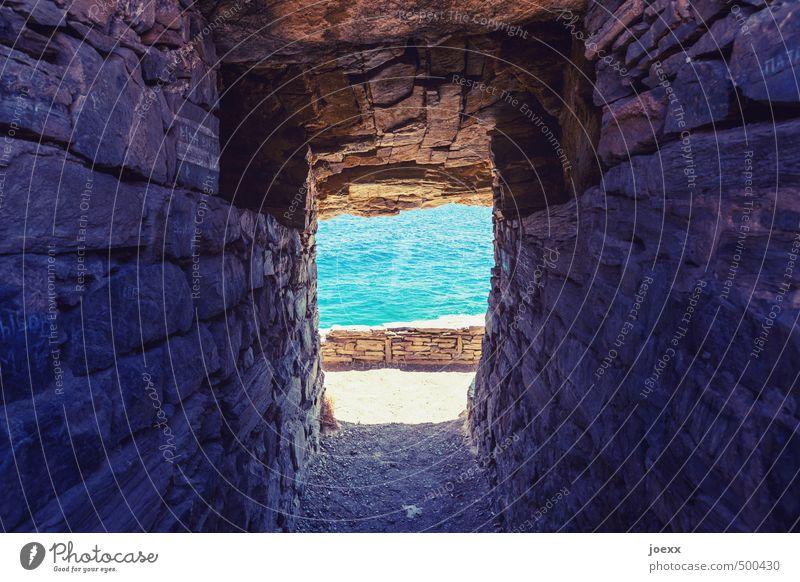 Zum Pool geradeaus Natur Ferien & Urlaub & Reisen blau alt schön Wasser Sommer Meer Wand Wege & Pfade Mauer Freiheit Stein Felsen braun Schönes Wetter