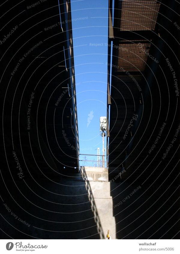 Gleise von unten 2 Architektur Unterführung