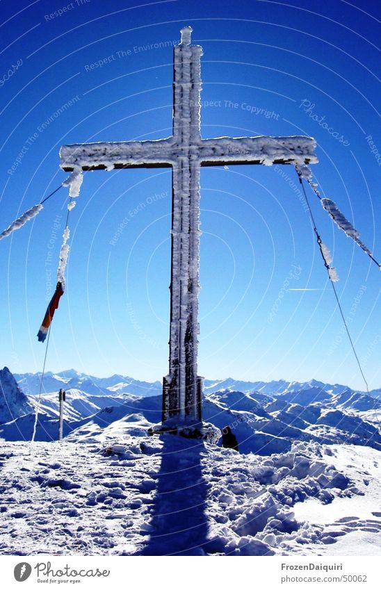 Gampenkogel Gipfelkreuz Himmel Sonne Winter kalt Schnee Berge u. Gebirge Eis hell Frost Alpen Gipfel gefroren frieren Bundesland Tirol Neuschnee Gipfelkreuz