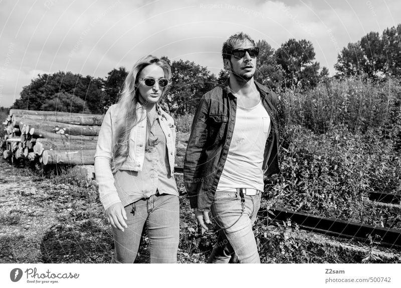 ZWEISAM Natur Jugendliche Junge Frau Landschaft 18-30 Jahre Junger Mann Erwachsene Herbst Gras Stil gehen Mode Paar Zusammensein elegant blond