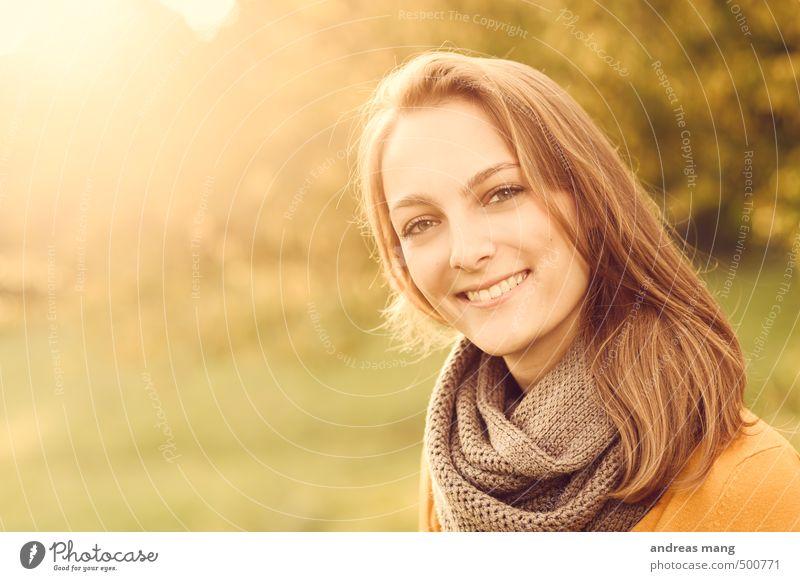 Sonniges Lächeln Mensch feminin Junge Frau Jugendliche Schwester Kopf 1 18-30 Jahre Erwachsene Schal brünett langhaarig leuchten frei Glück schön natürlich