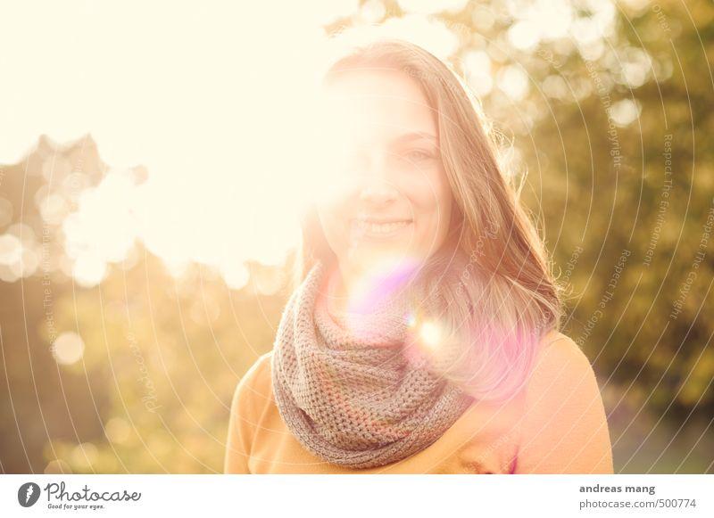 Strahlen feminin Junge Frau Jugendliche Kopf 1 Mensch 18-30 Jahre Erwachsene Schal brünett langhaarig Lächeln frei Freundlichkeit Fröhlichkeit Glück hell schön