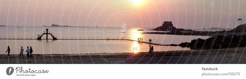 Sunset at St. Malo Sommer Sonnenuntergang Strand Meer Staint-Malo Frankreich Bretagne gelb Festung Sprungbrett Ebbe Wasser Felsen Schwimmen & Baden Flut Insel