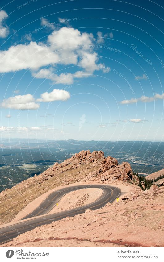 Kurve II Himmel Natur Ferien & Urlaub & Reisen blau Sommer Landschaft Wolken Ferne Umwelt Berge u. Gebirge Wärme Straße Freiheit braun Felsen Erde