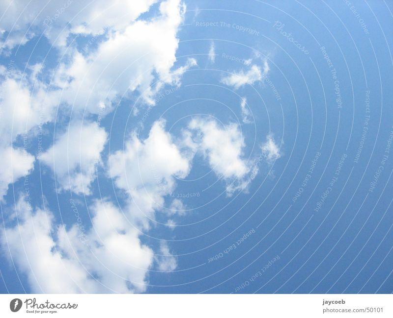 Some clouds Wolken weiß leicht Himmel blau sky. luft