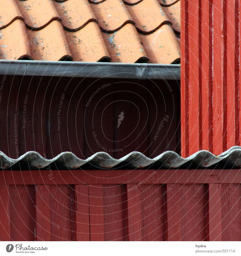 bedacht Farbe rot Haus Wand Mauer Holz Linie Fassade Idylle ästhetisch Dach Schutz Baustelle Hütte Handwerk bauen