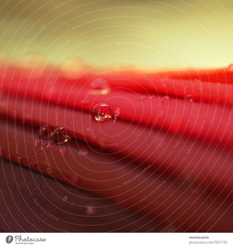 Umbrella Regenschirm Kunststoff Tropfen dünn authentisch klein nass rot Farbfoto mehrfarbig Innenaufnahme Nahaufnahme Detailaufnahme Makroaufnahme Menschenleer