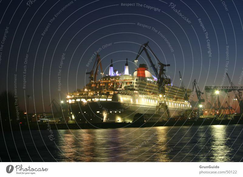 Queen Marry 2 Wasser Hamburg Hafen