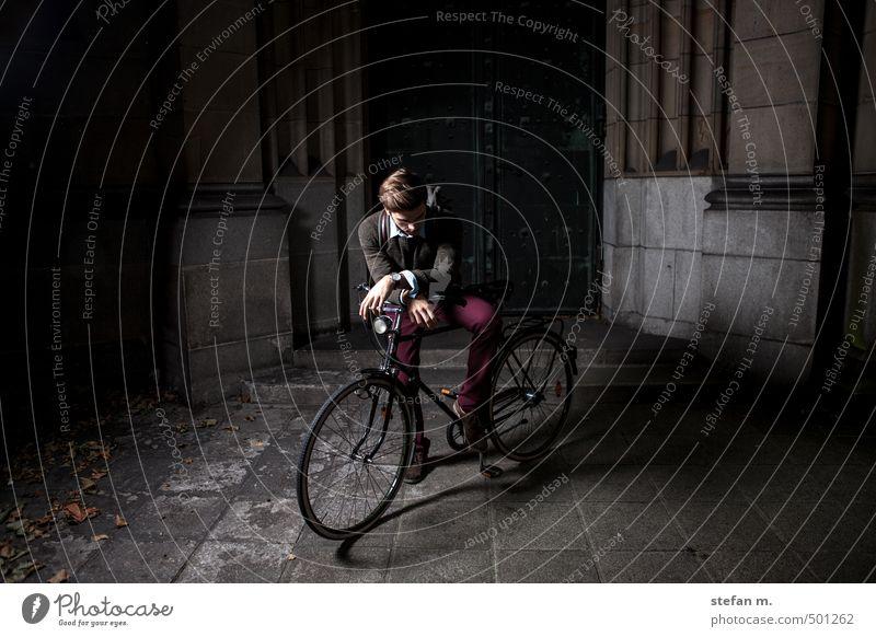 Traveller #2. Lifestyle Ferien & Urlaub & Reisen Städtereise Fahrradtour Fahrradfahren Mensch maskulin Junger Mann Jugendliche 1 18-30 Jahre Erwachsene Altstadt