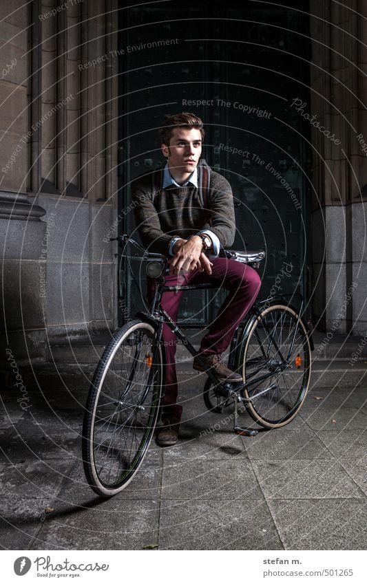 Traveller #1. Lifestyle Stil Ferien & Urlaub & Reisen Ausflug Fahrradtour Mensch maskulin Junger Mann Jugendliche 18-30 Jahre Erwachsene Altstadt Dom