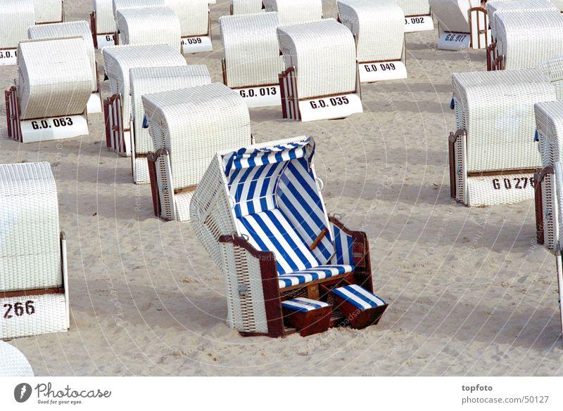 Individualist Strandkorb Rügen Sommer einer unter vielen Wohlgefühl Erholung Sand Sonne