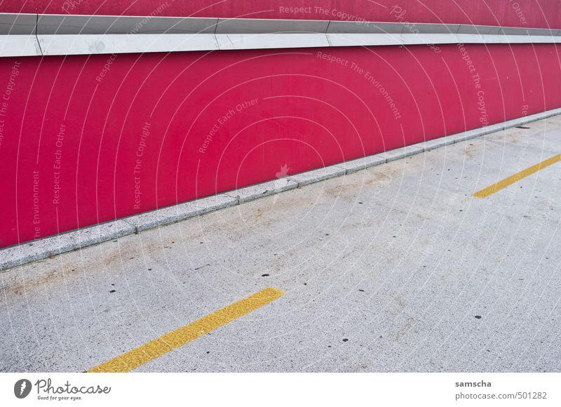 Flucht Stadt rot Umwelt gelb Wand Wege & Pfade Mauer Linie gehen Fassade Stadtleben Verkehr Beton Fahrradfahren Ecke