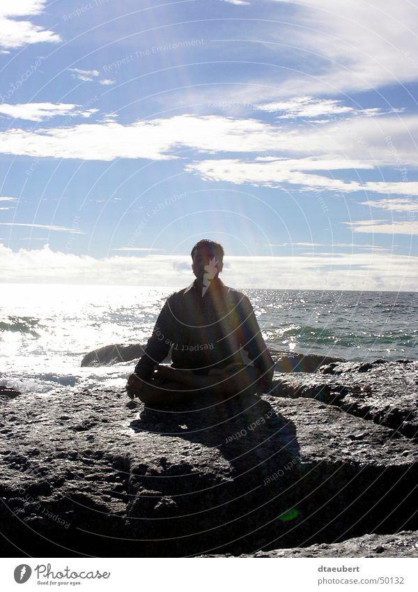 alles ist möglich Mensch Wasser weiß Sonne Meer grün blau schwarz Wolken Erholung Stein Religion & Glaube Küste Felsen Meditation