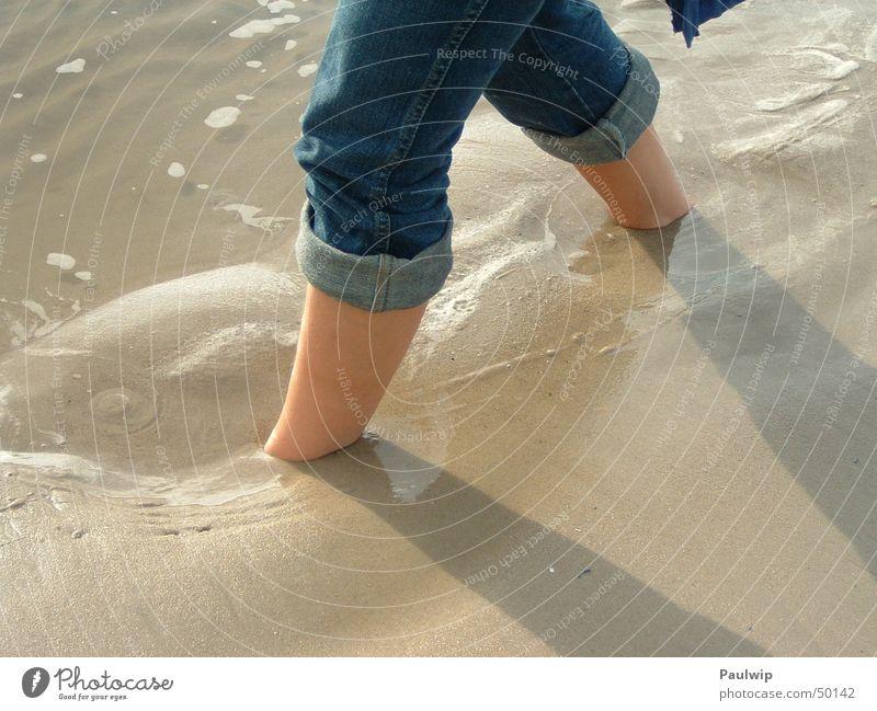 Weitergehen Wasser Meer Strand Sand Erde Teile u. Stücke Barfuß schreiten