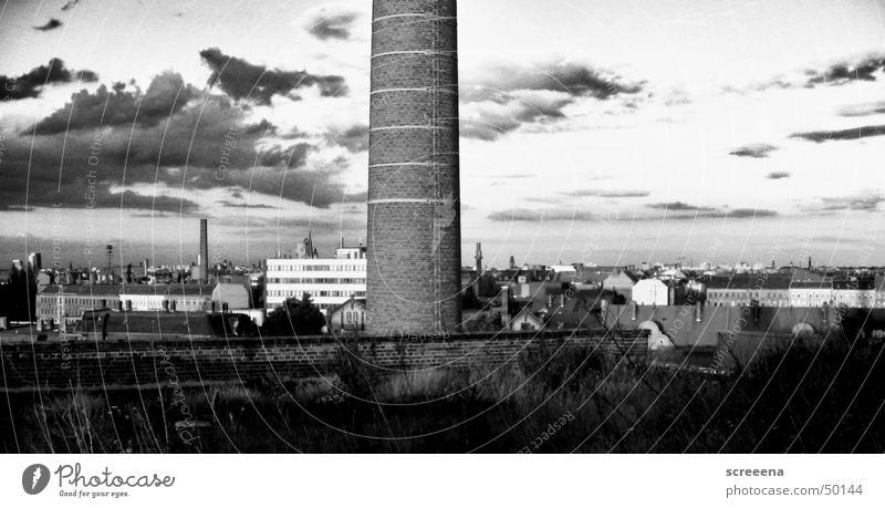 Moon Roller Panorama (Aussicht) Dach Haus Leipzig Schornstein Himmel Kontrast Schwarzweißfoto Skyline baumwollspinnerei groß Architektur