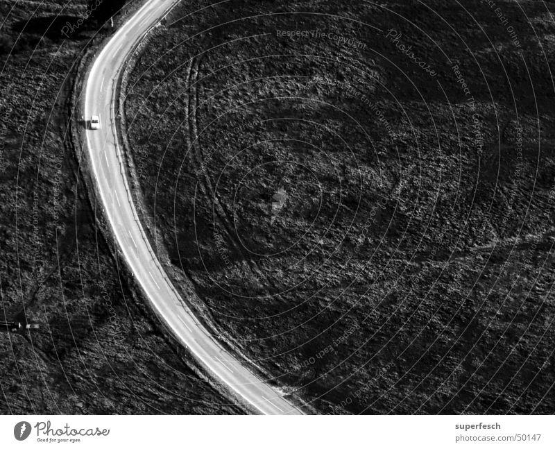 On The Road Straße Wege & Pfade fahren Kurve Fahrzeug Bogen