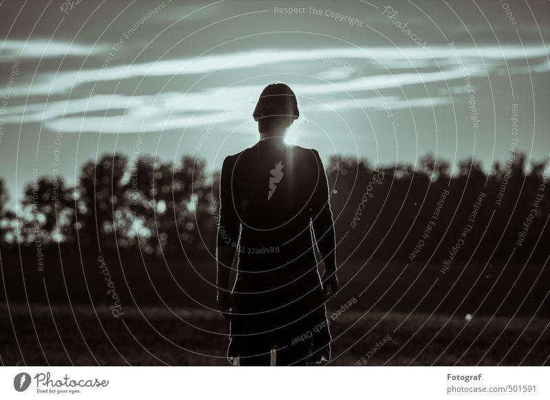 Heldin in the Sonnenuntergang Mensch feminin Junge Frau Jugendliche Erwachsene Kopf Ohr Rücken Arme 1 13-18 Jahre Kind 18-30 Jahre Feuer Luft Wolken