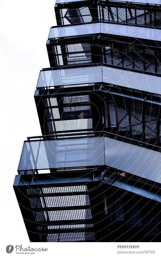 Geländer Treppenhaus Stahlverarbeitung hoch oben blau-weiß Industriefotografie Architektur