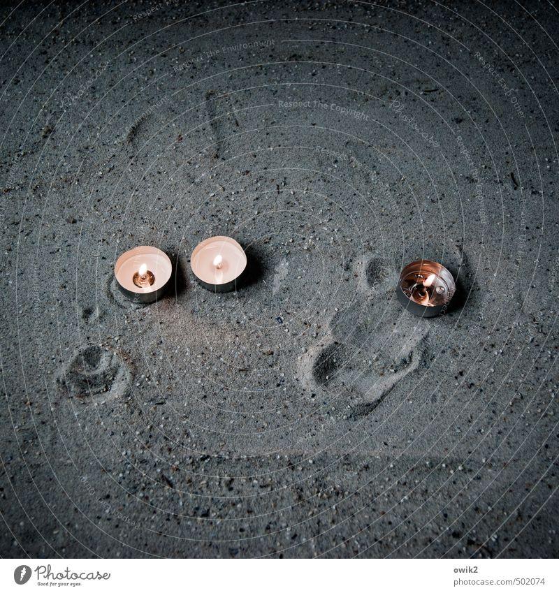 Fürbitte ruhig dunkel Traurigkeit Religion & Glaube klein Sand nachdenklich leuchten einfach Vergänglichkeit rund Hoffnung geheimnisvoll nah brennen