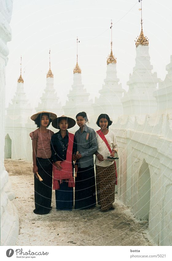 Außerirdisch Irdisch Mensch weiß Farbe Bekleidung Asien Tempel außerirdisch Myanmar