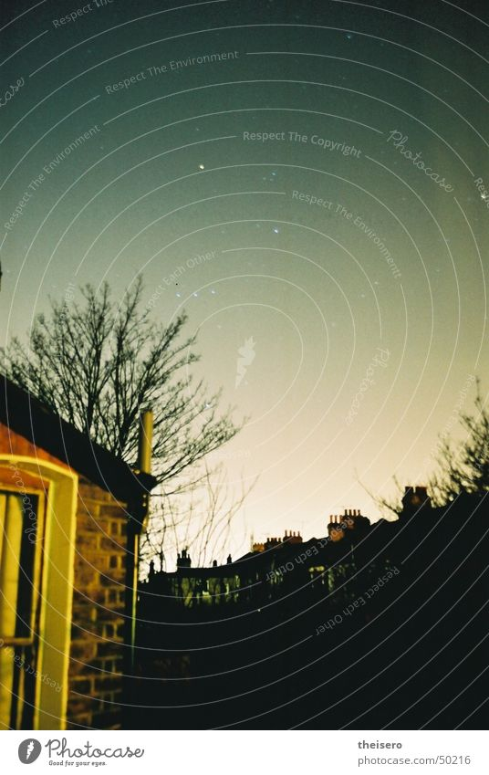 sternengucker Nacht Haus Wohngebiet Langzeitbelichtung Himmel Sternenhimmel