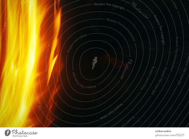 Feuer und Flamme schön Strand dunkel gelb Wärme Lampe Energiewirtschaft orange Warmherzigkeit Romantik Brand Macht Leidenschaft heiß Physik