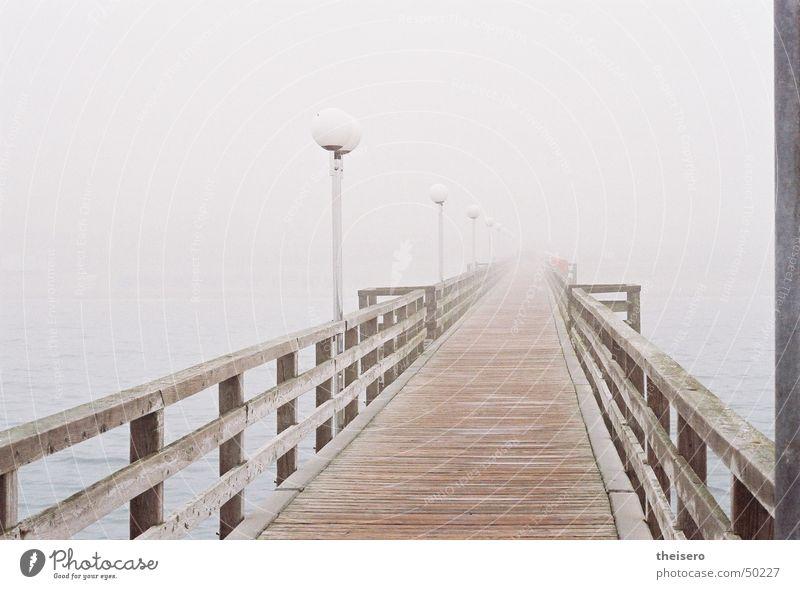 wege ins nichts Wasser Meer Einsamkeit dunkel Holz grau Küste Nebel leer Brücke trist Laterne Steg Ostsee Geländer schlechtes Wetter