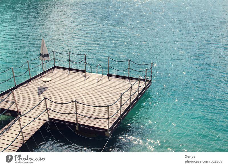 Einmal Urlaub bitte! Ferien & Urlaub & Reisen Sommer Sommerurlaub Wasser Wellen Seeufer Sonnenschirm Schwimmen & Baden Erholung blau Badeurlaub Steg ruhig