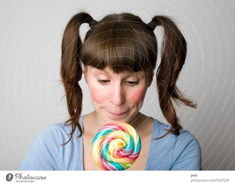 vorfreude Jugendliche Junge Frau Gesunde Ernährung Glück träumen Kindheit Zufriedenheit Geburtstag Fröhlichkeit süß Neugier Appetit & Hunger Süßwaren lecker