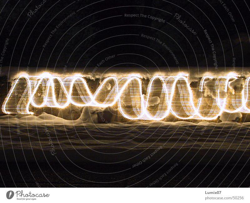 Lichterkette 1 Langzeitbelichtung Streifen Lichtspiel Stil Nacht Lampe Physik verrückt Lichterscheinung Spuren Bewegung Wärme waves longtime lights