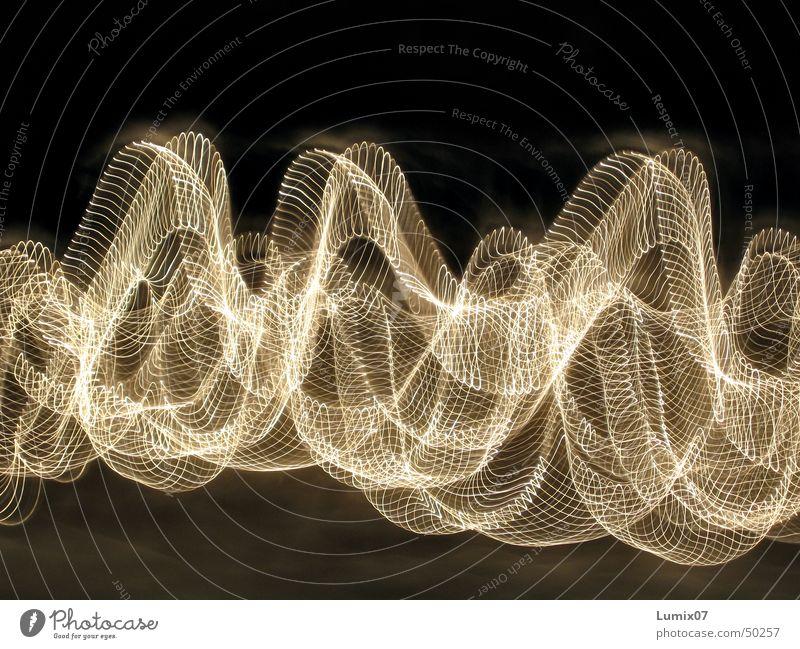 Lichterkette 2 Langzeitbelichtung Streifen Lichtspiel Stil Nacht Lampe Physik verrückt Lichterscheinung Spuren Bewegung Wärme waves longtime lights