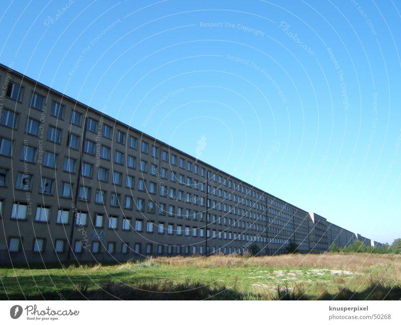 Prora Himmel blau Haus Macht Vergangenheit Rügen Digitalfotografie gigantisch Prora