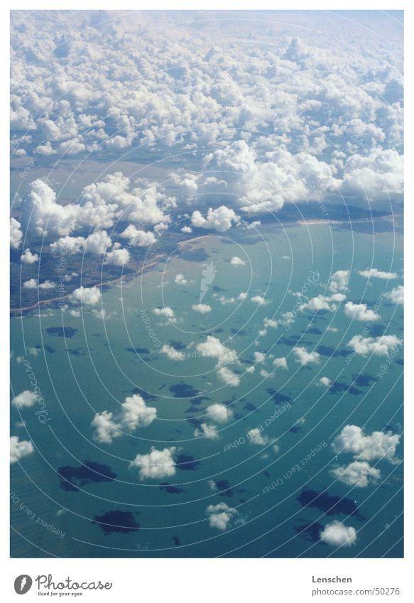 Fliiiiiegen Wolken Meer türkis Ferien & Urlaub & Reisen Himmel Insel Schatten Sonne fliegen enstapnnung Freiheit